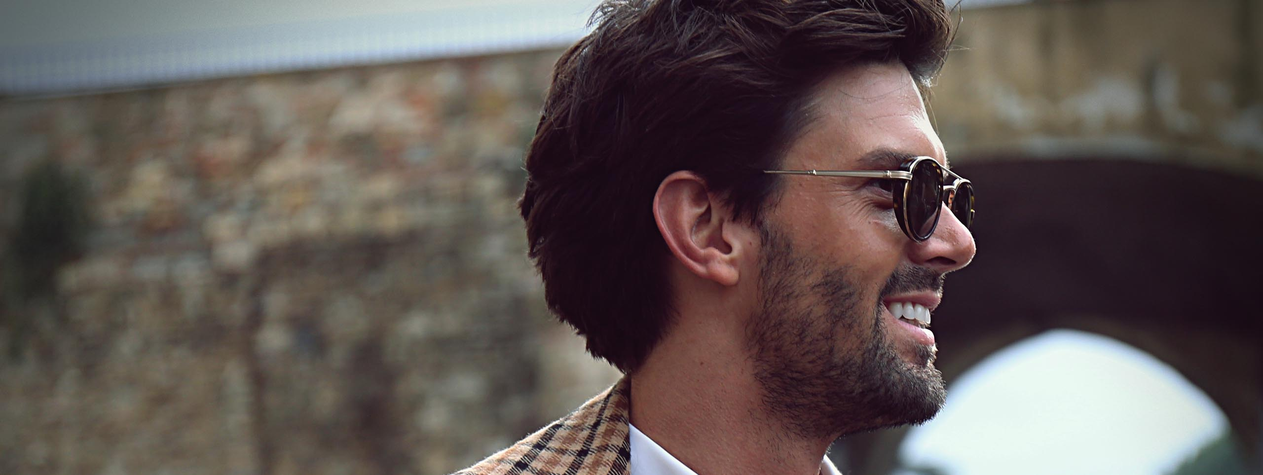 2560x963_man-with-full-beard-and-glasses